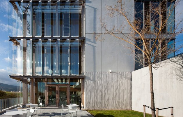 Administration Building, East facade and staff garden, Ballyogan Operations Centre, DLR Architects
