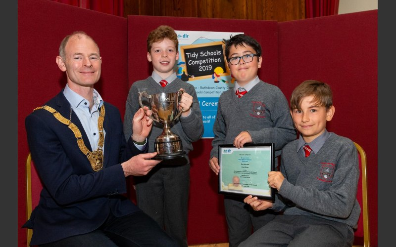 St. Laurence's Boys National School with Cathaoirleach Cllr. Ossian Smyth
