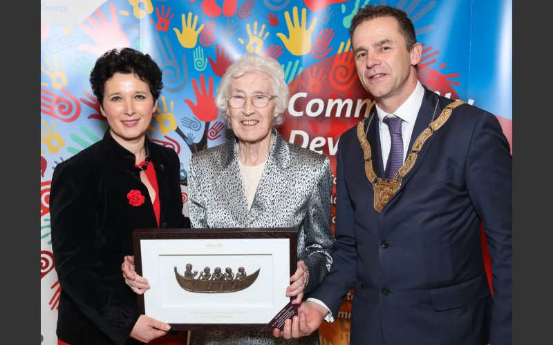 Peggy Crowley (centre), Community Category, pictured with Dearbhla Lawson, Director of Community and Cultural Development and An Cathaoirleach Councillor Tom Murphy.