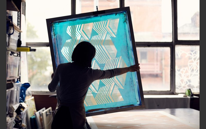 image of person with a screen print press